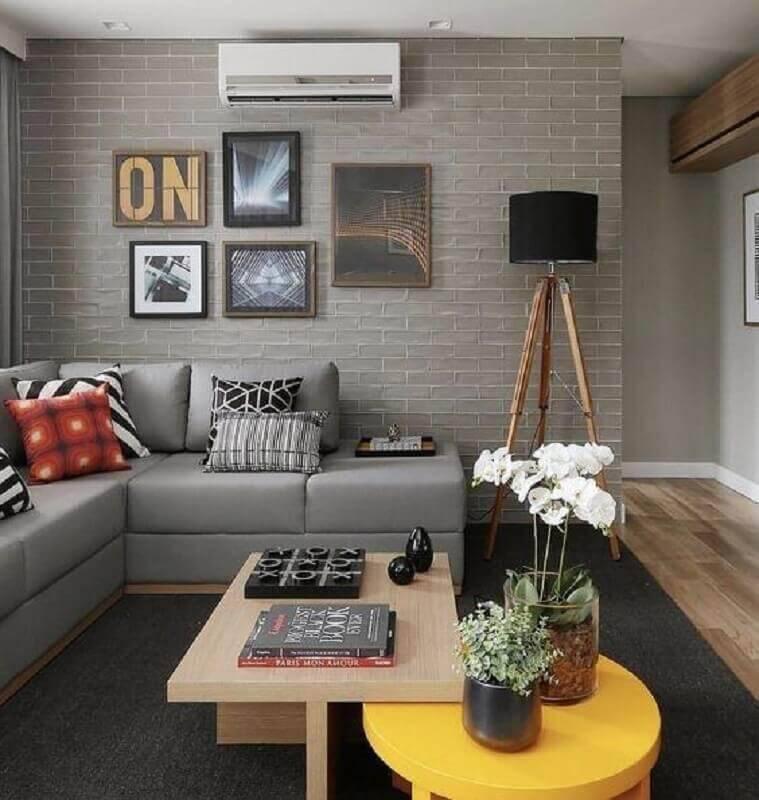 sofá de canto sem braço para sala moderna com papel de parede de tijolinho Foto Pinterest