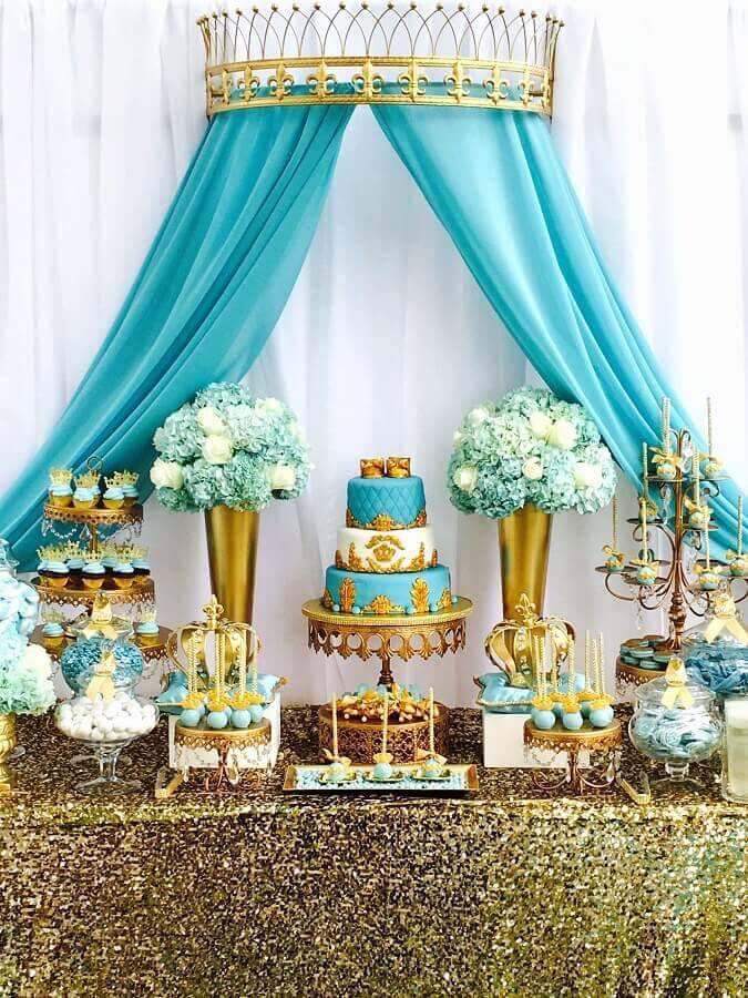 sofisticada decoração para mesa de aniversário azul tiffany e dourada  Foto Pinterest