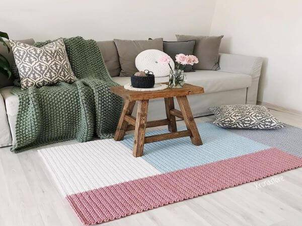Tapete de crochê para sala de estar em formato geométrico
