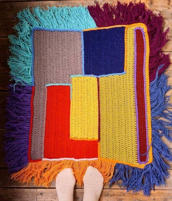 Tapete de crochê quadrado colorido