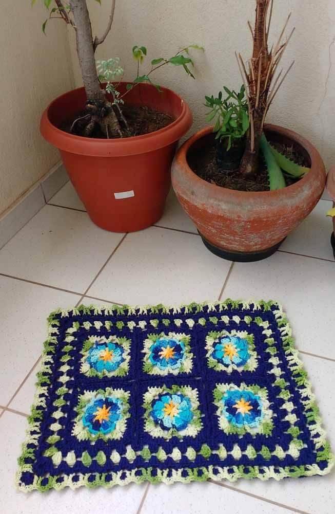 tapete de crochê quadrado com flor