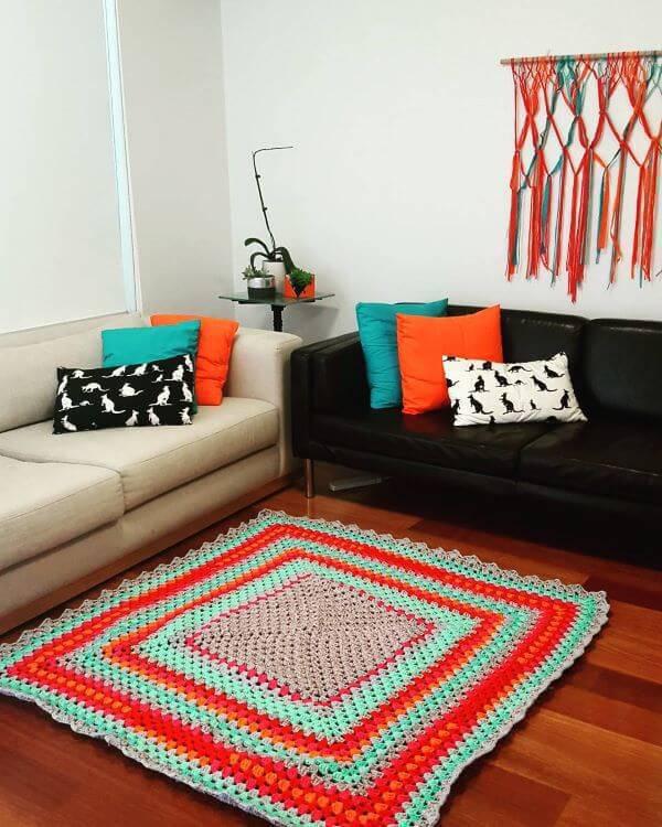 Tapete de crochê quadrado vermelho e tiffany