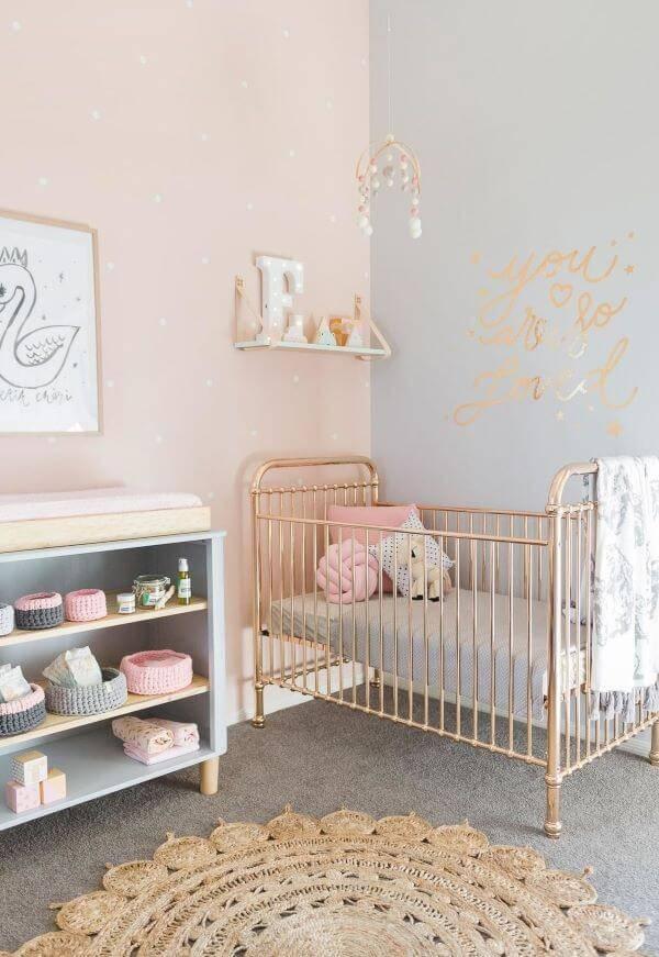 Temas para quarto de bebê com berço dourado