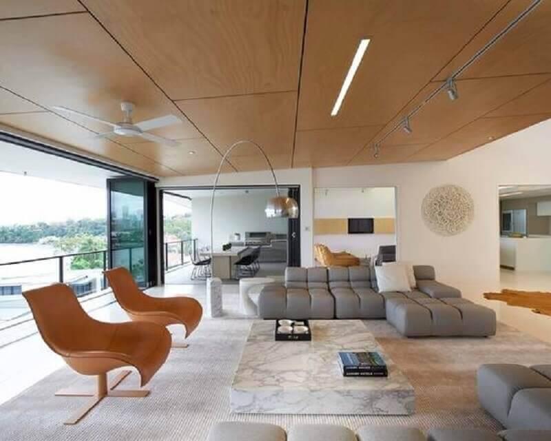 varada ampla e sofisticada decorada com sofá sem braço moderno Foto Pinterest