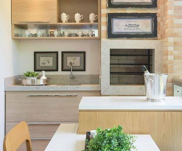 varanda-gourmet-pequena-com-churrasqueira-eletrica-fachada-das-con-balcon