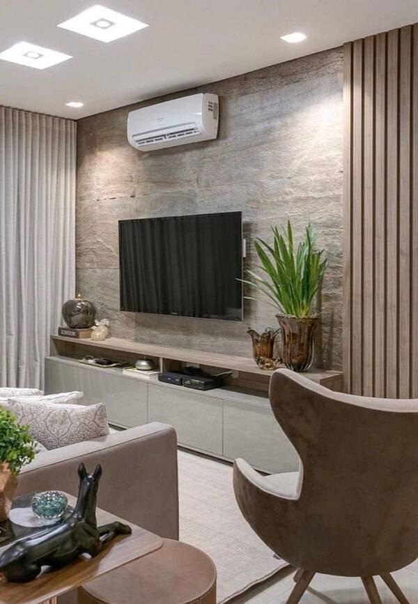 Sala de estar com parede feita com pedra miracema