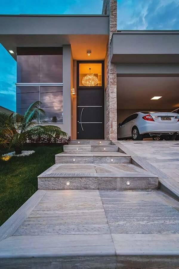 Pedra miracema para a entrada da casa