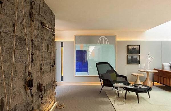 A parede com pedra miracema trouxe uma aparência mais rústica para o ambiente