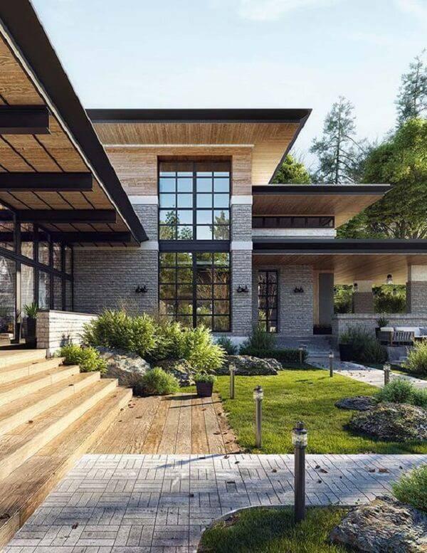 Fachada com pedra miracema e janelas amplas