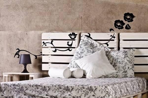 Personalize sua cabeceira de cama com adesivos