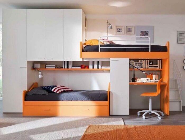 A beliche com escrivaninha planejada se encaixa perfeitamente nesse espaço