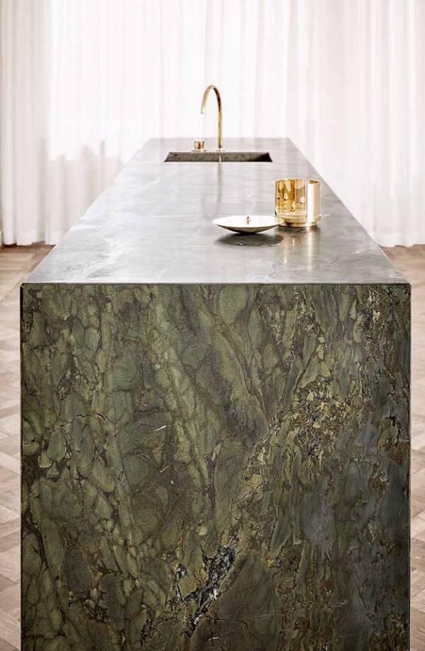 Bancada incrível feita com granito verde ubatuba