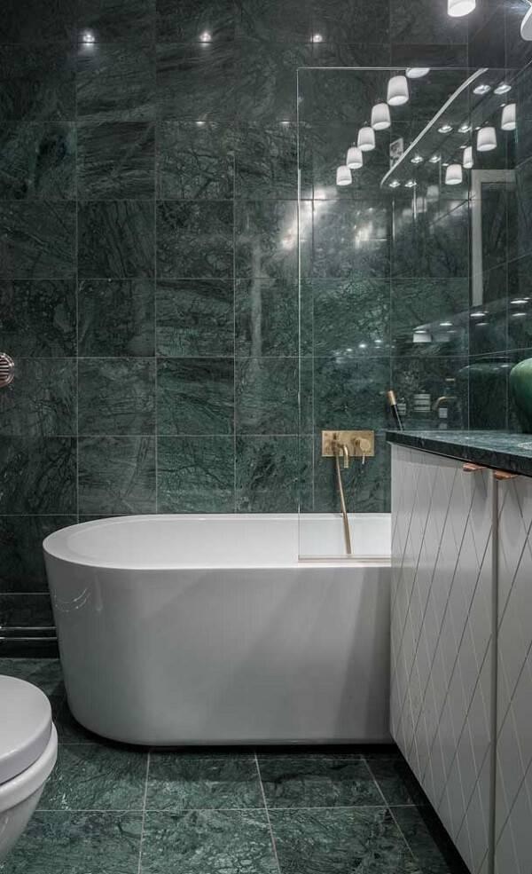 Banheiro revestido com esse acabamento maravilhoso