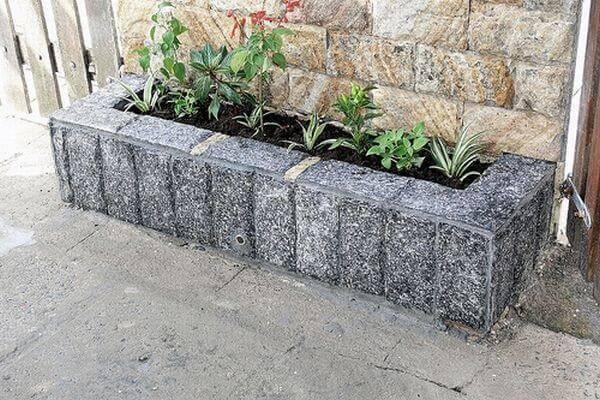 Utilize a pedra miracema de diferentes formas na calçada
