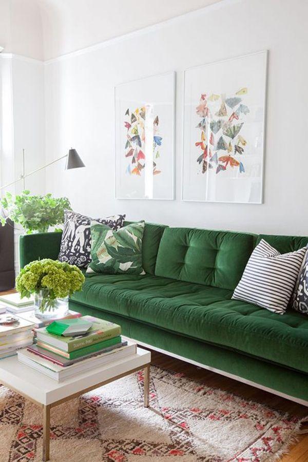 Decore a sala de estar com um lindo sofá verde. Fonte: Pinterest