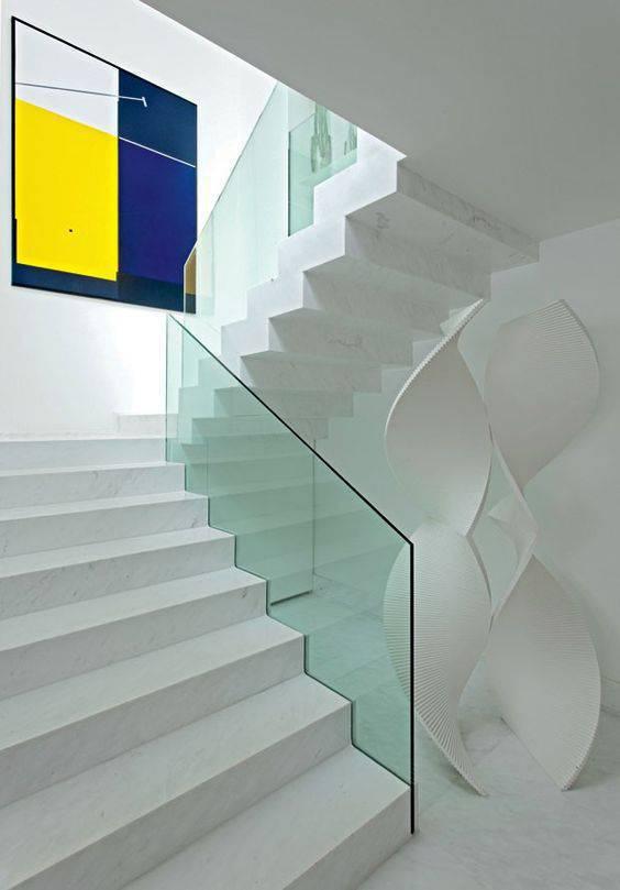 Escada de mármore - escada com guarda corpo de vidro temperado