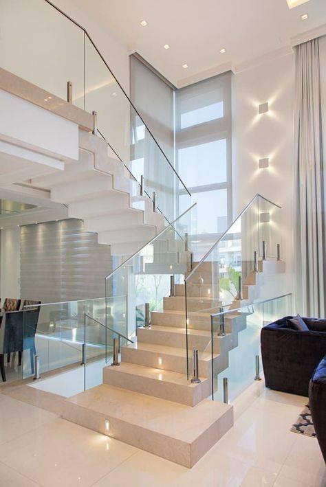 Escada de mármore - escada grande e curva