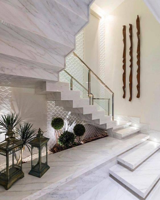 Escada de mármore - jardim recuado em escada