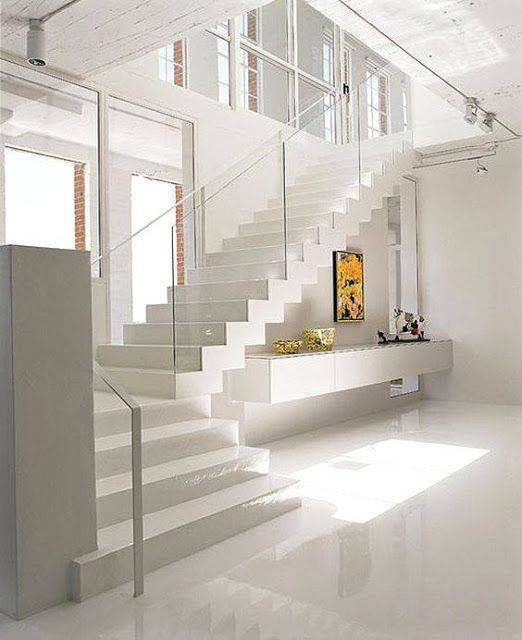 Escada de mármore - sala de estar com escada grande