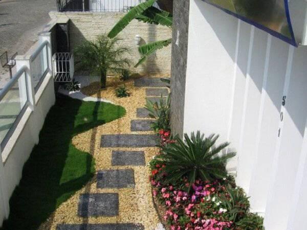 Espalhe pedras miracema pelo jardim