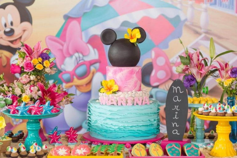 Festa da Minnie com temática tropical