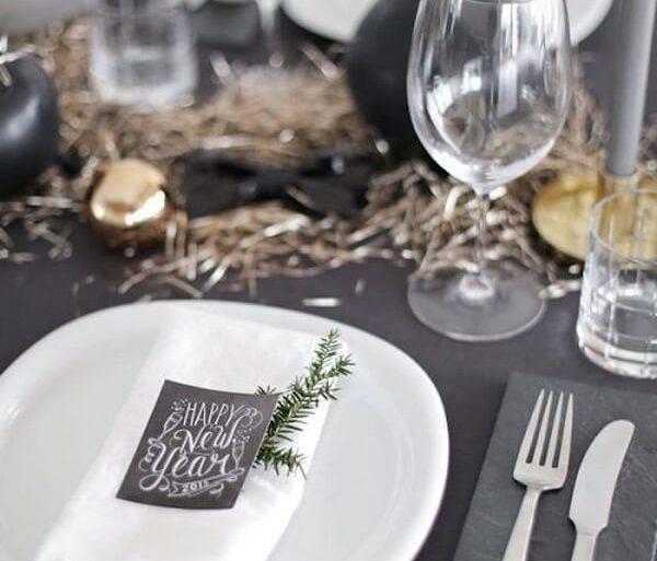 Invista em pequenos gestos de carinho na decoração da mesa posta de Ano Novo
