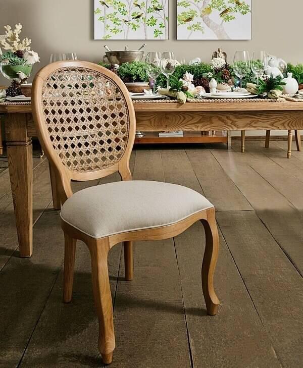 Modelo de cadeira de medalhão feita de palhinha