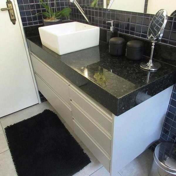 O granito verde ubatuba é uma excelente opção para a decoração do banheiro