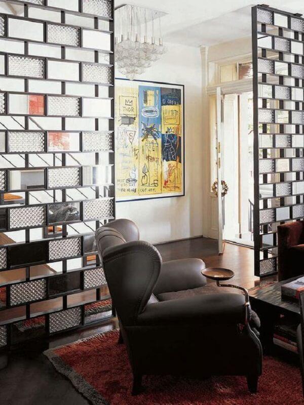 O tijolo de vidro pode fazer parte de uma estrutura metálica