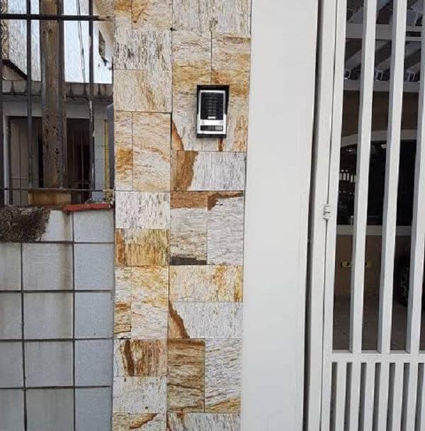 Utilize a miracema amarela para fachada de casa e divisão de muros