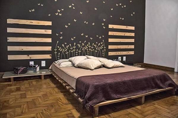 Quarto rústico decorado com madeira de pinus