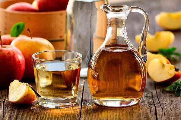 O vinagre de maça também neutraliza odores da geladeira
