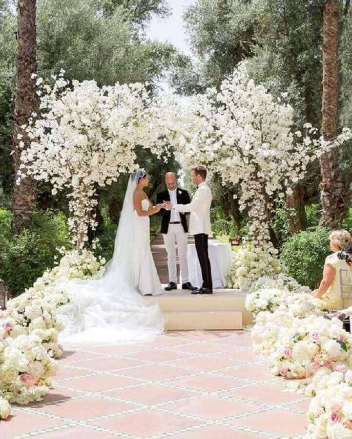 white bow of flowers for outdoor wedding ceremony Photo Marrying is a Cheap