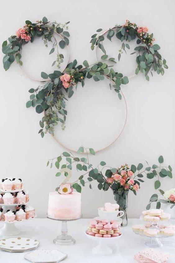 Arco de flores na decoração com flores