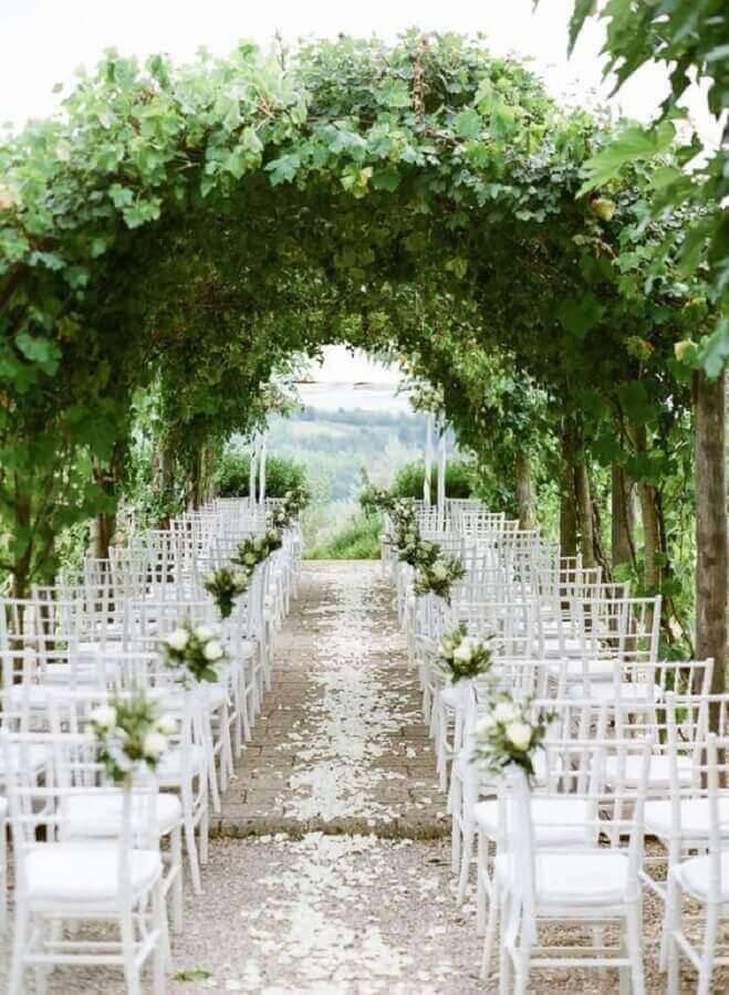 foliage arch for wedding ceremony decoration Photo B.Loved