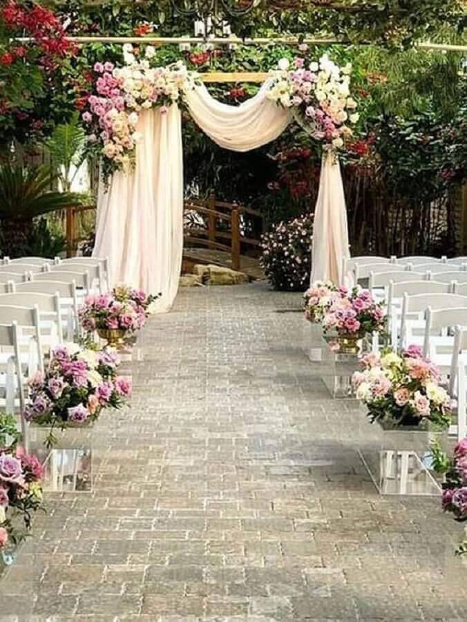 flower arrangement for rustic wedding ceremony decoration Foto Pinterest