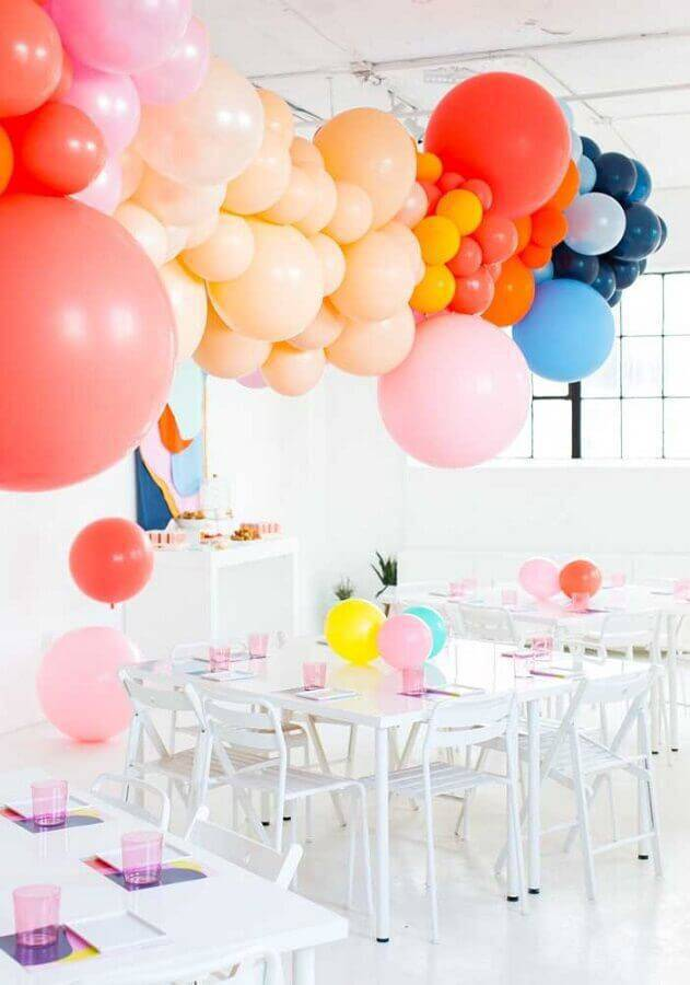 colorful balloons for surprise party Photo iFuun