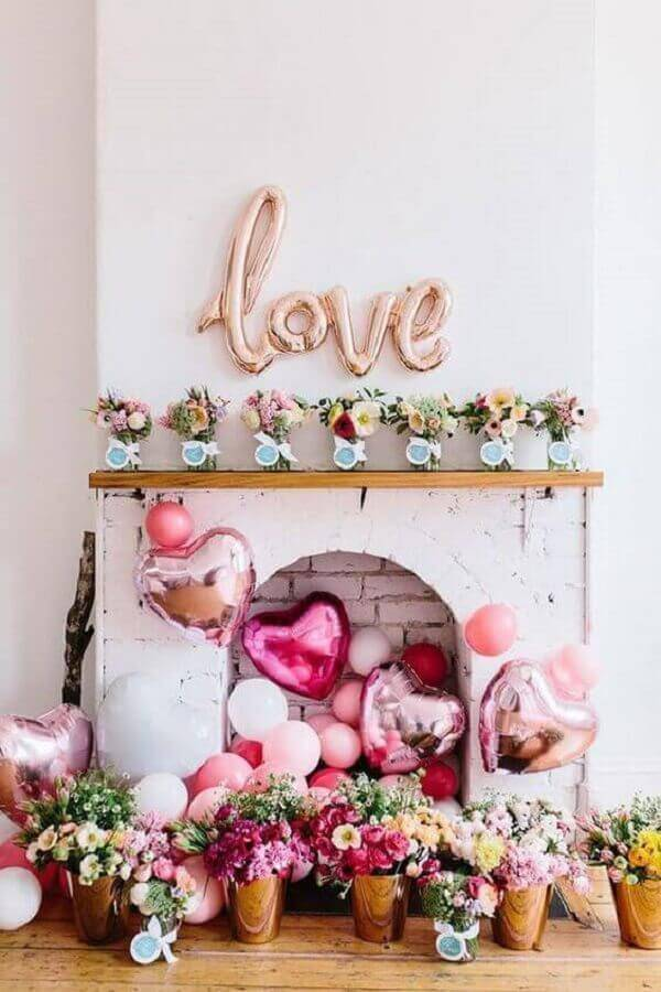 heart shaped balloons and flower arrangements for a surprise party for boyfriend Photo Handicraft Magazine