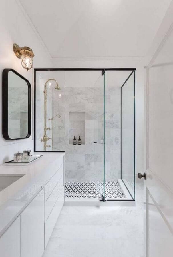 banheiro decorado na cor branca com detalhes em preto Foto Ideias Decor