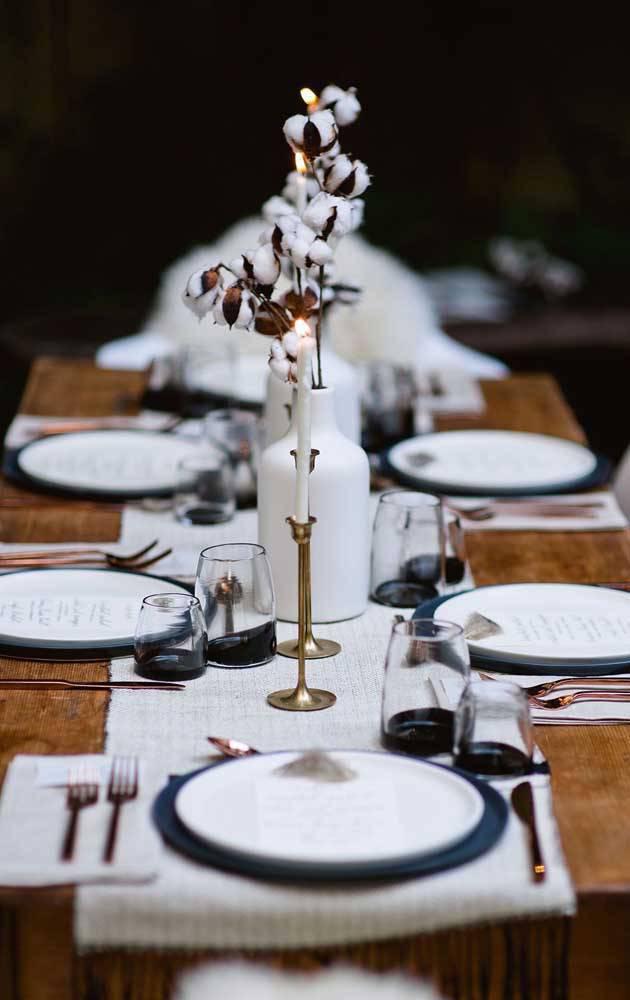 bodas de algodão - mesa de jantar com elas