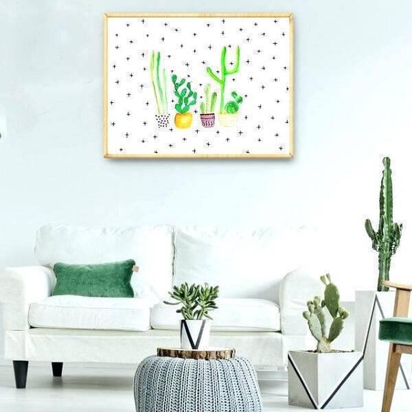 Sala de estar clean com diferentes tipos de cactos