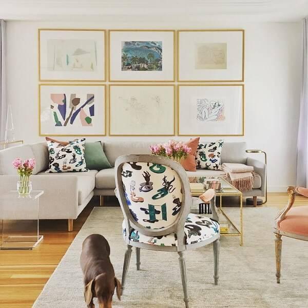 Cadeira medalhão com tecido estampado para a sala de estar