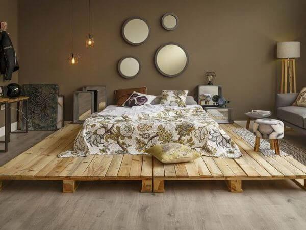 Monte uma grande estrutura para a cama de pallet