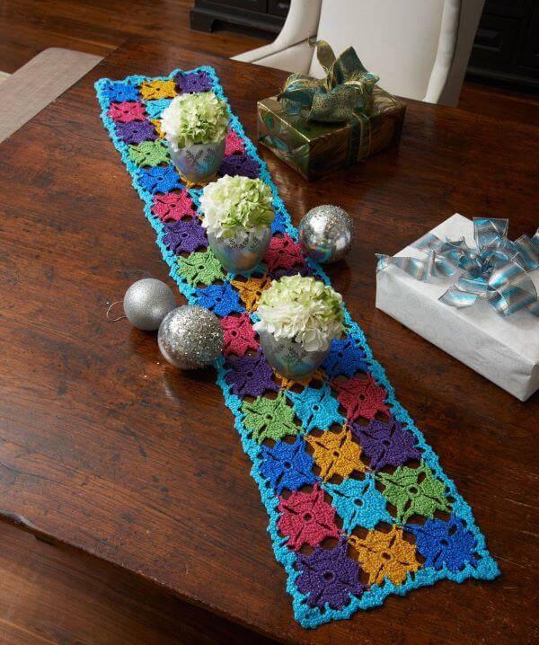 Caminha de mesa de crochê colorido