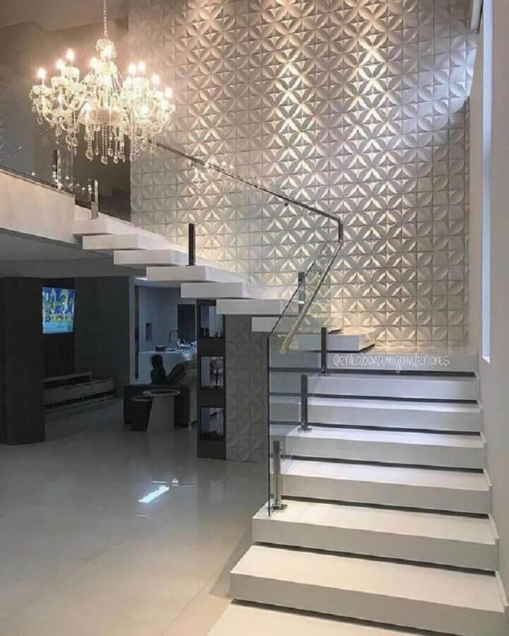 casa com revestimento 3d e guarda corpo de vidro e alumínio para escada Foto Archzine
