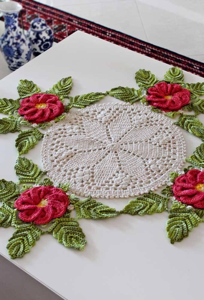 Centro de mesa de crochê com flores