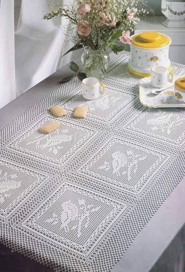 Decoração simples com centro de mesa de crochê