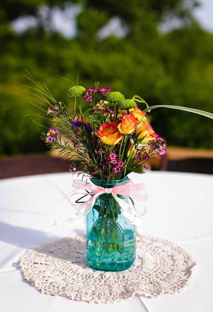 Centro de mesa com vaso de flores