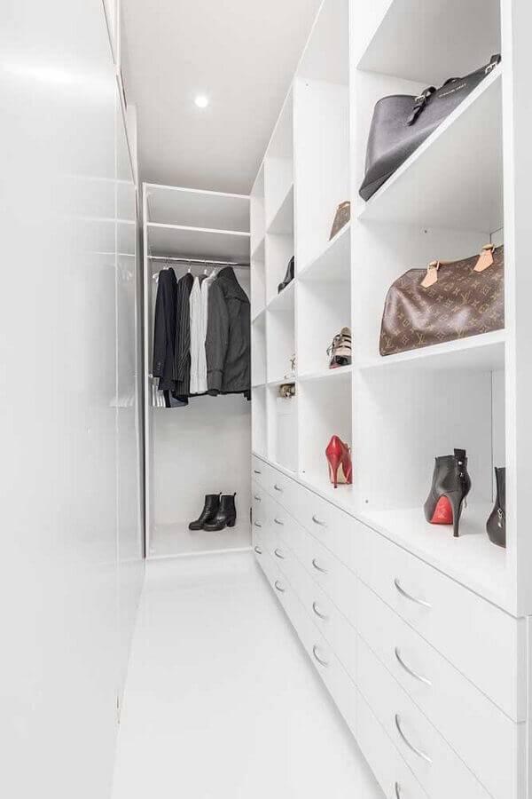 closet pequeno todo na cor branca Foto Pinterest
