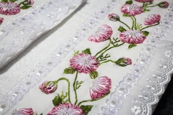 toalhas bordadas com flor de fita